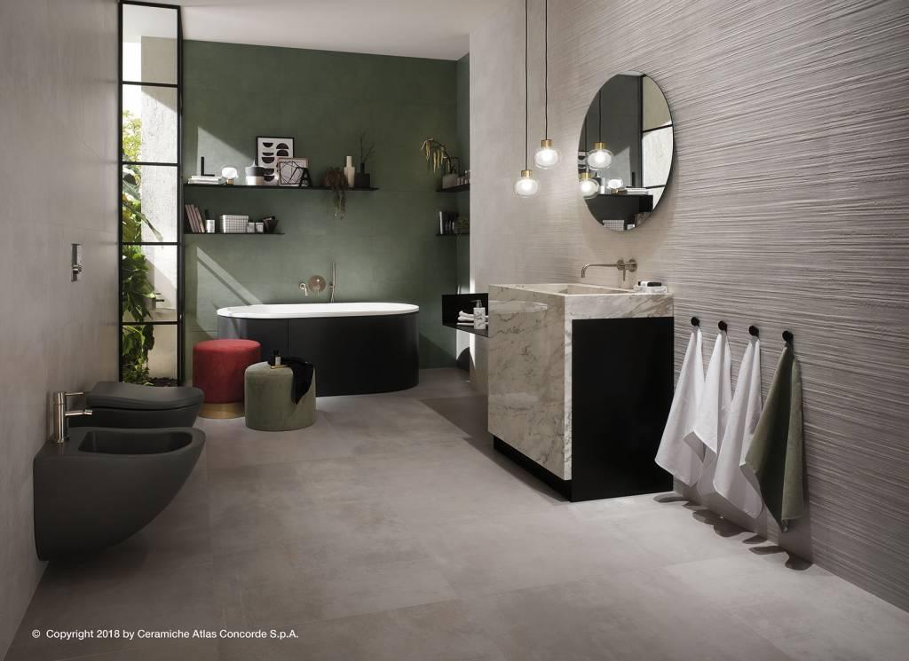 Velkoformátová dlažba v koupelně