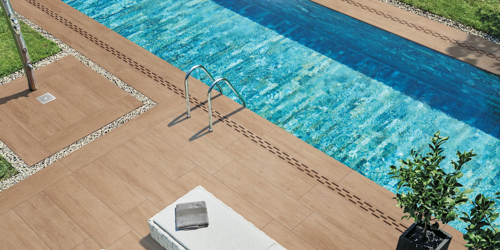 Dokonalá dlažba kolem bazénu