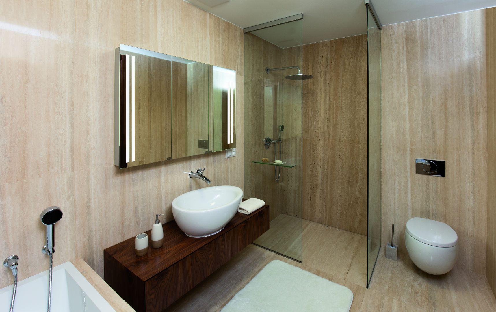 Koupelna se sprchovým koutem 4