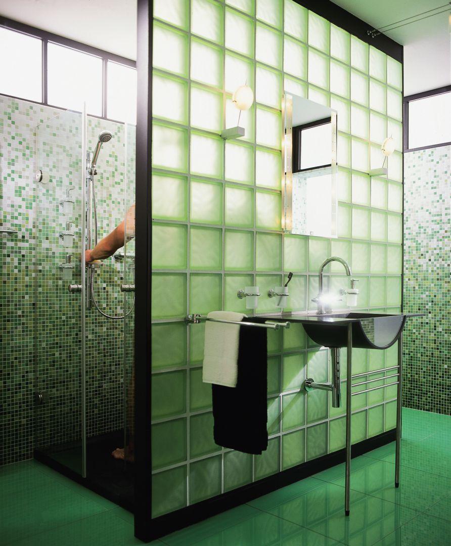 Koupelna se sprchovým koutem 1