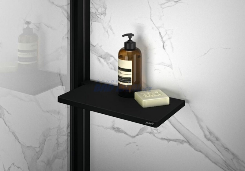Černé baterie a doplňky v koupelně 21