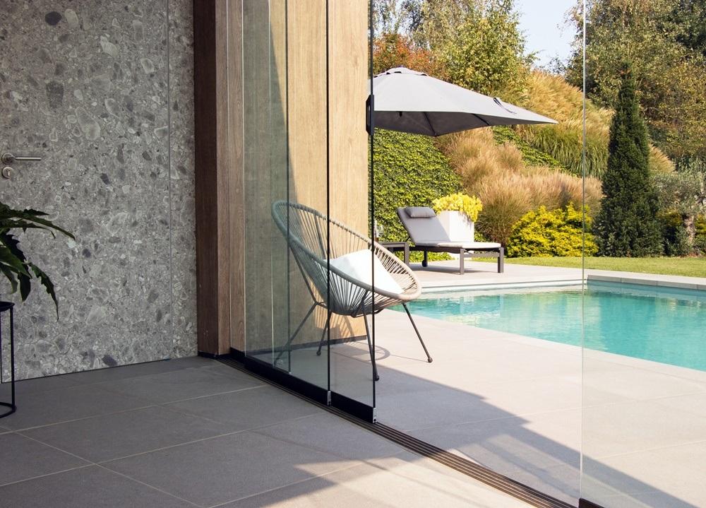 Dokonalá dlažba kolem bazénu 18