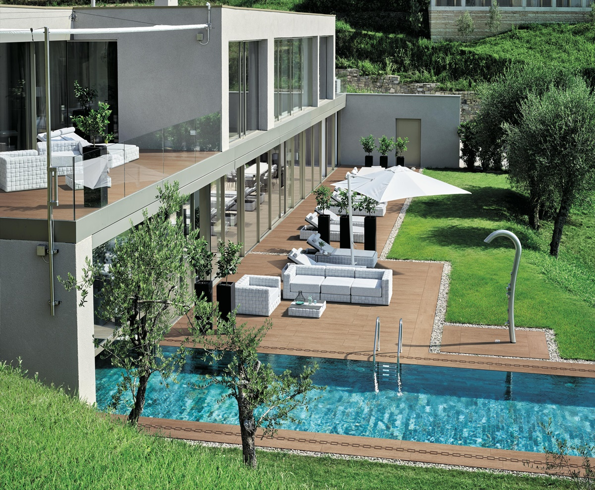 Dokonalá dlažba kolem bazénu 0