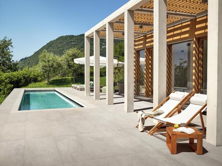 Dokonalá dlažba kolem bazénu 9