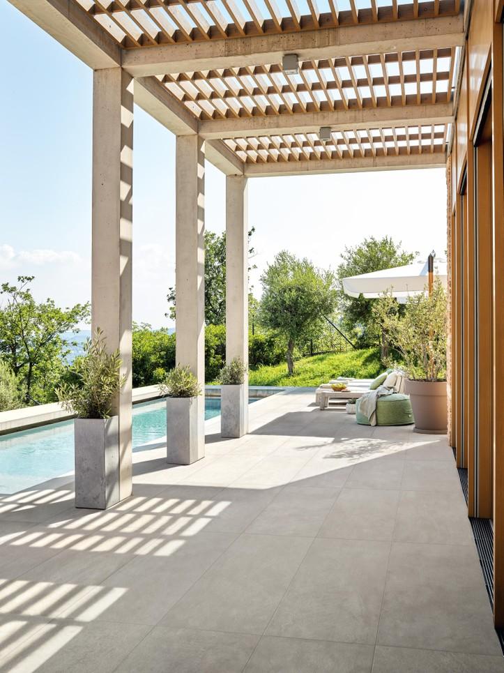 Dokonalá dlažba kolem bazénu 10