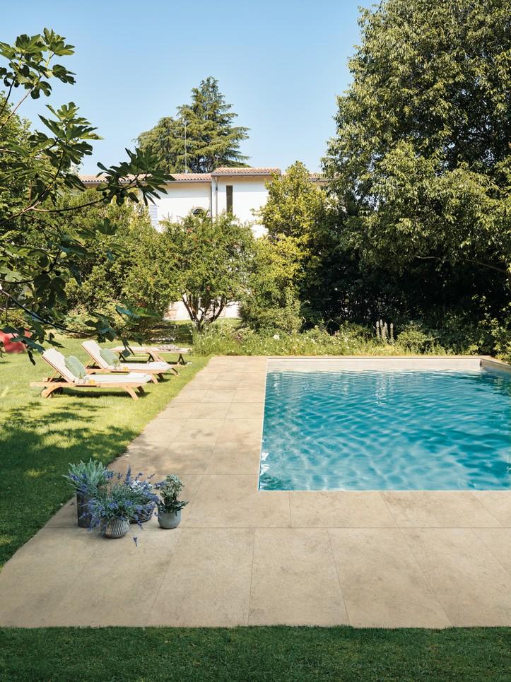 Dokonalá dlažba kolem bazénu 1