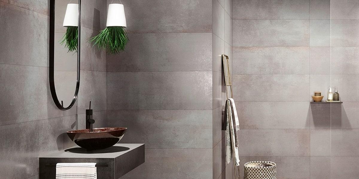 Obklady v metalické barvě v koupelně 11