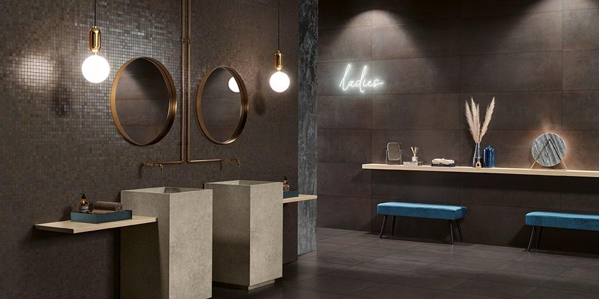 Obklady v metalické barvě v koupelně 12