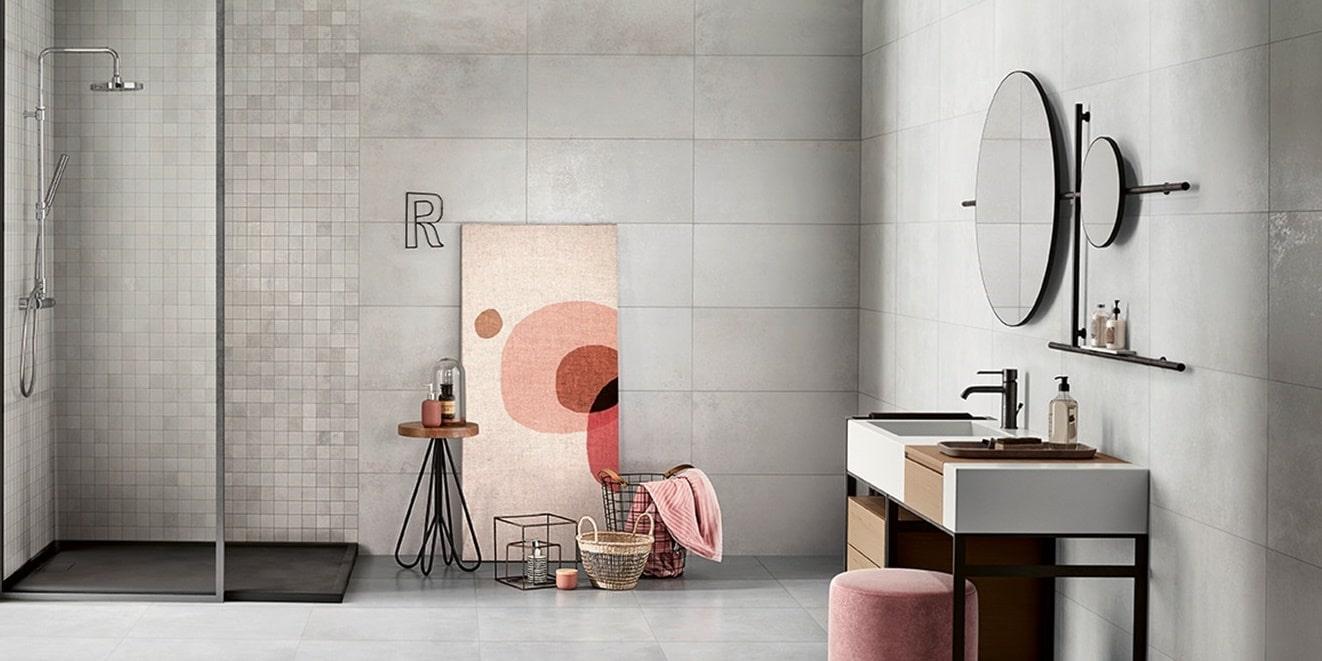 Obklady v metalické barvě v koupelně 14