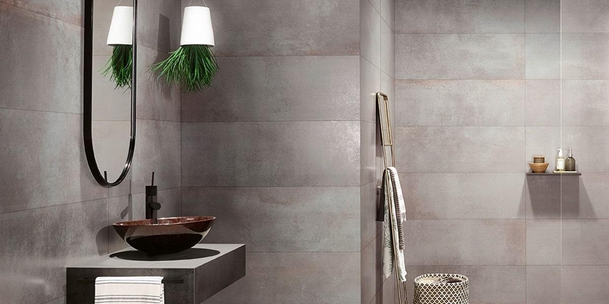 Obklady v metalické barvě v koupelně 15