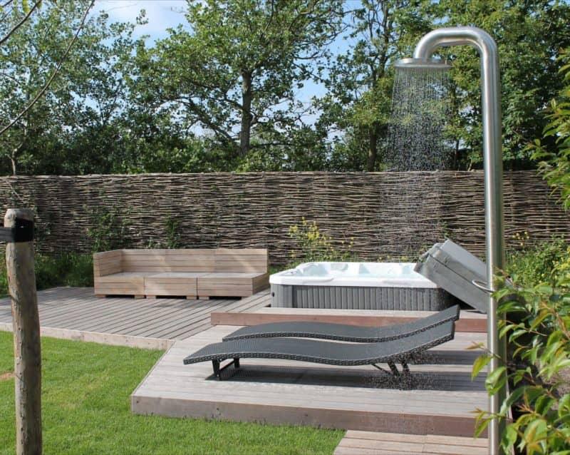 Zahradní sprchy pro letní osvěžení 0