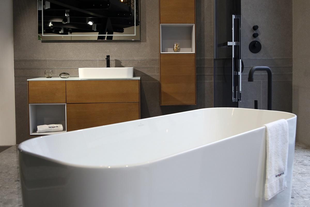 Designová koupelna s volně stojící vanou 0