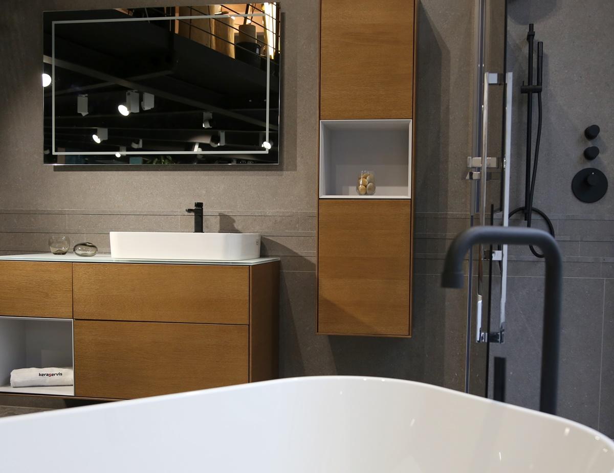 Designová koupelna s volně stojící vanou 1