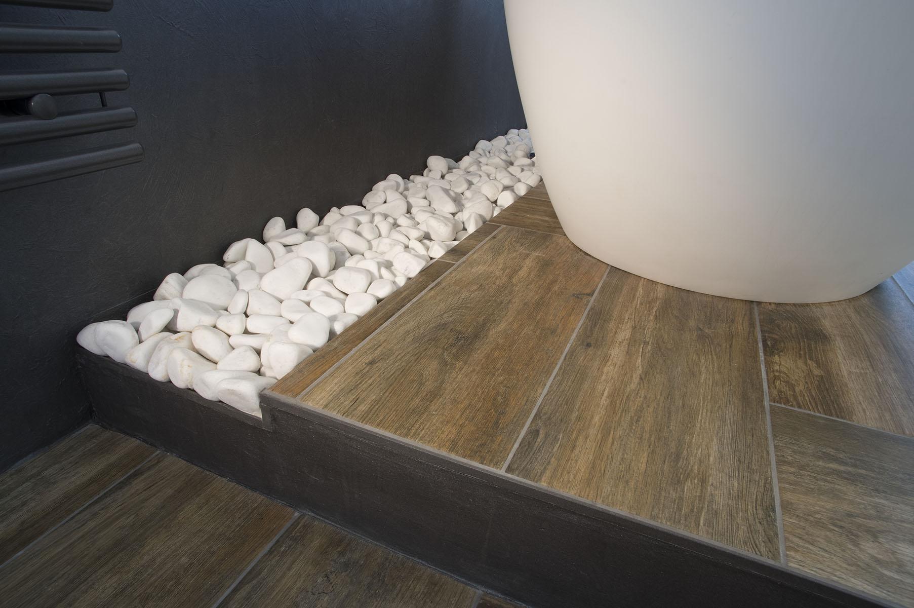 Koupelna s obklady v imitaci kamene 4