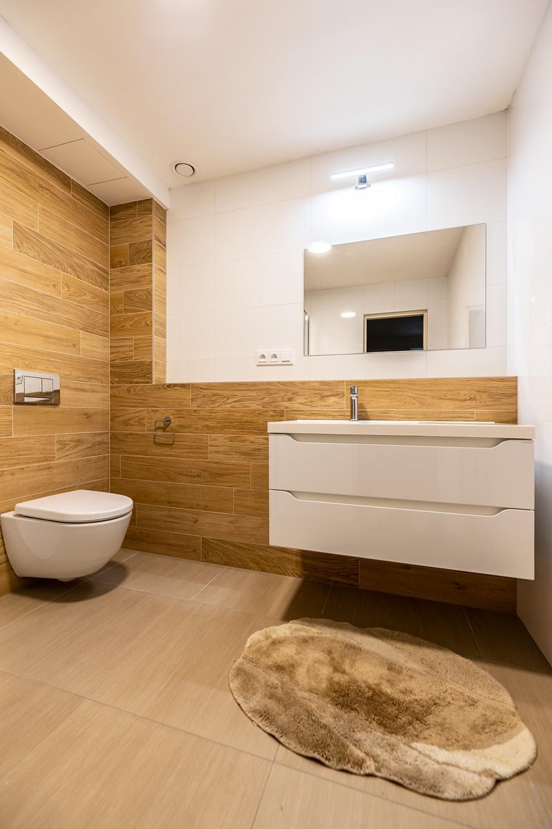 Dvě koupelny v rodinném domě 1