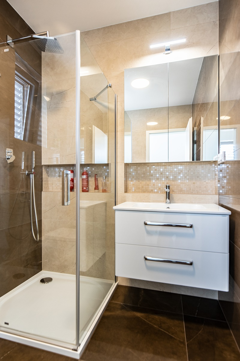 Dvě koupelny v rodinném domě 6