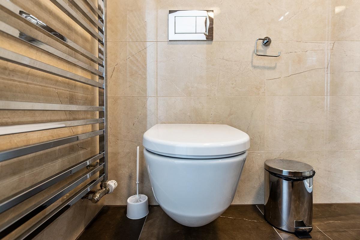 Dvě koupelny v rodinném domě 8