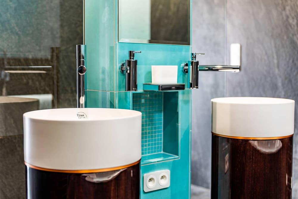 Luxusní koupelna propojená s ložnicí 13