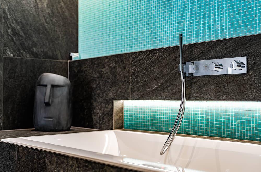 Luxusní koupelna propojená s ložnicí 14