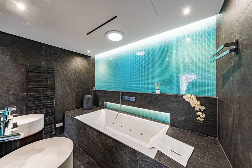 Luxusní koupelna propojená s ložnicí 2