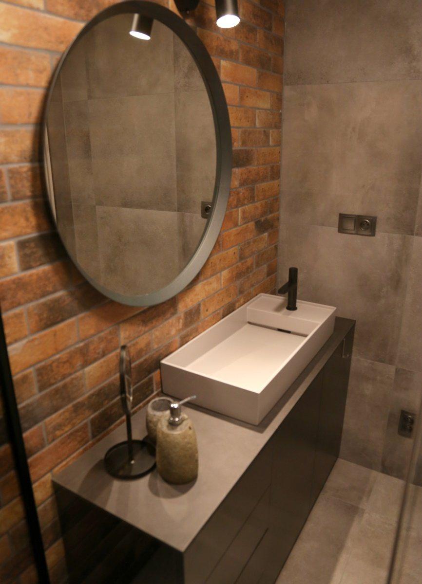 Malá koupelna s cihlovými obklady 0