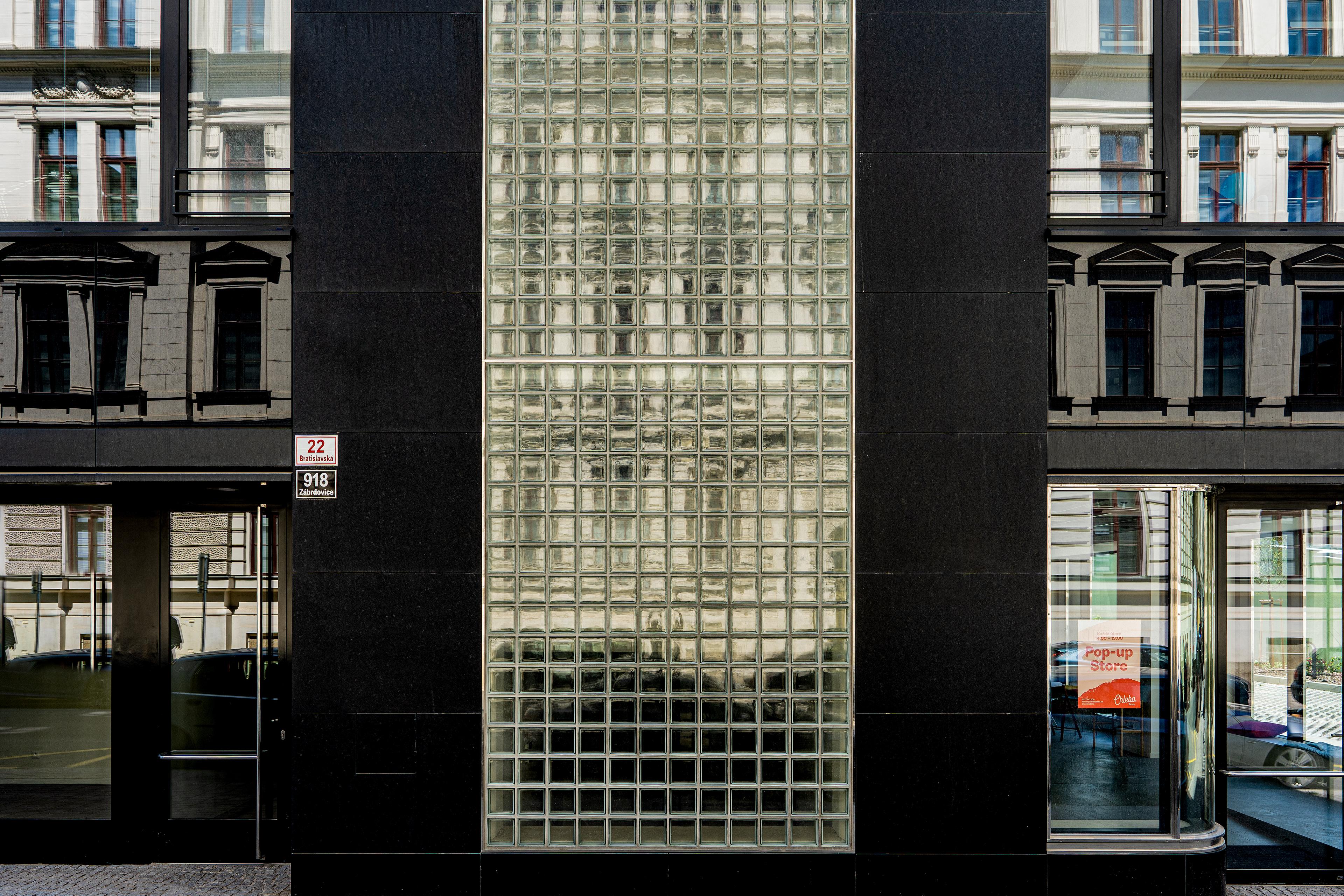 Fasáda administrativní budovy 2