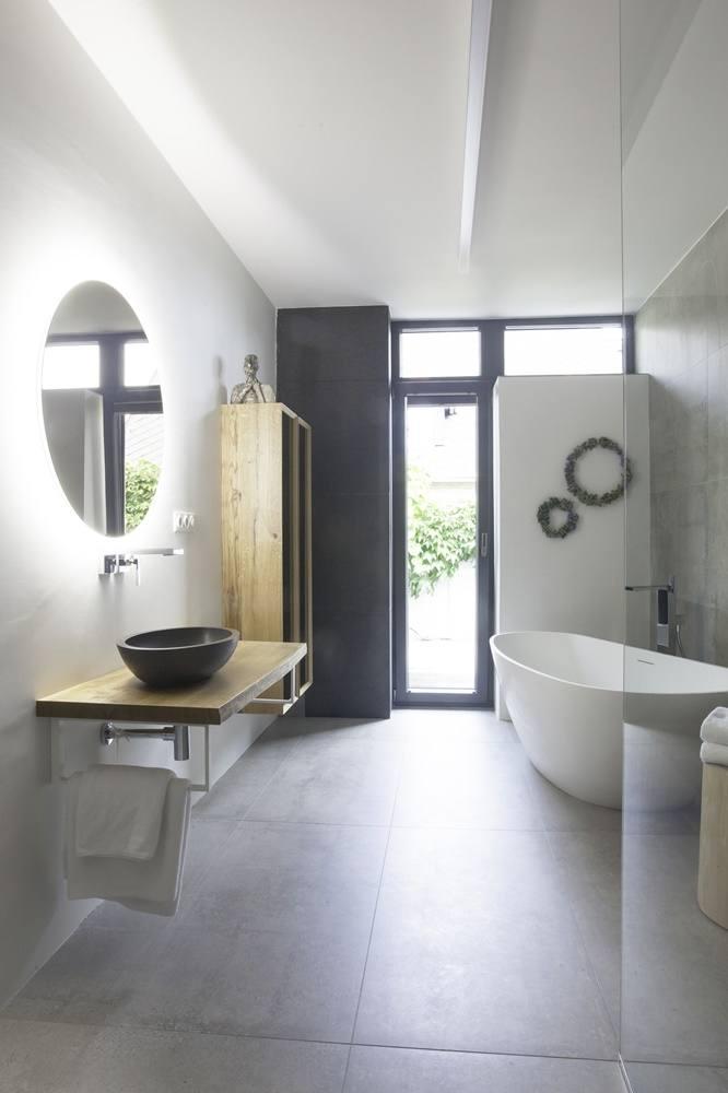 Minimalistická koupelna v šedé a bílé barvě 2