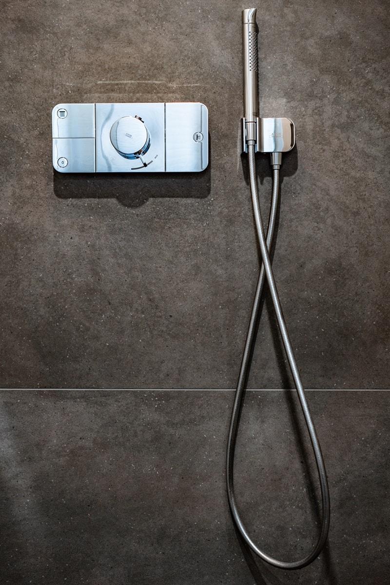 Luxusní toalety a sprcha ve VIP kancelářích 6