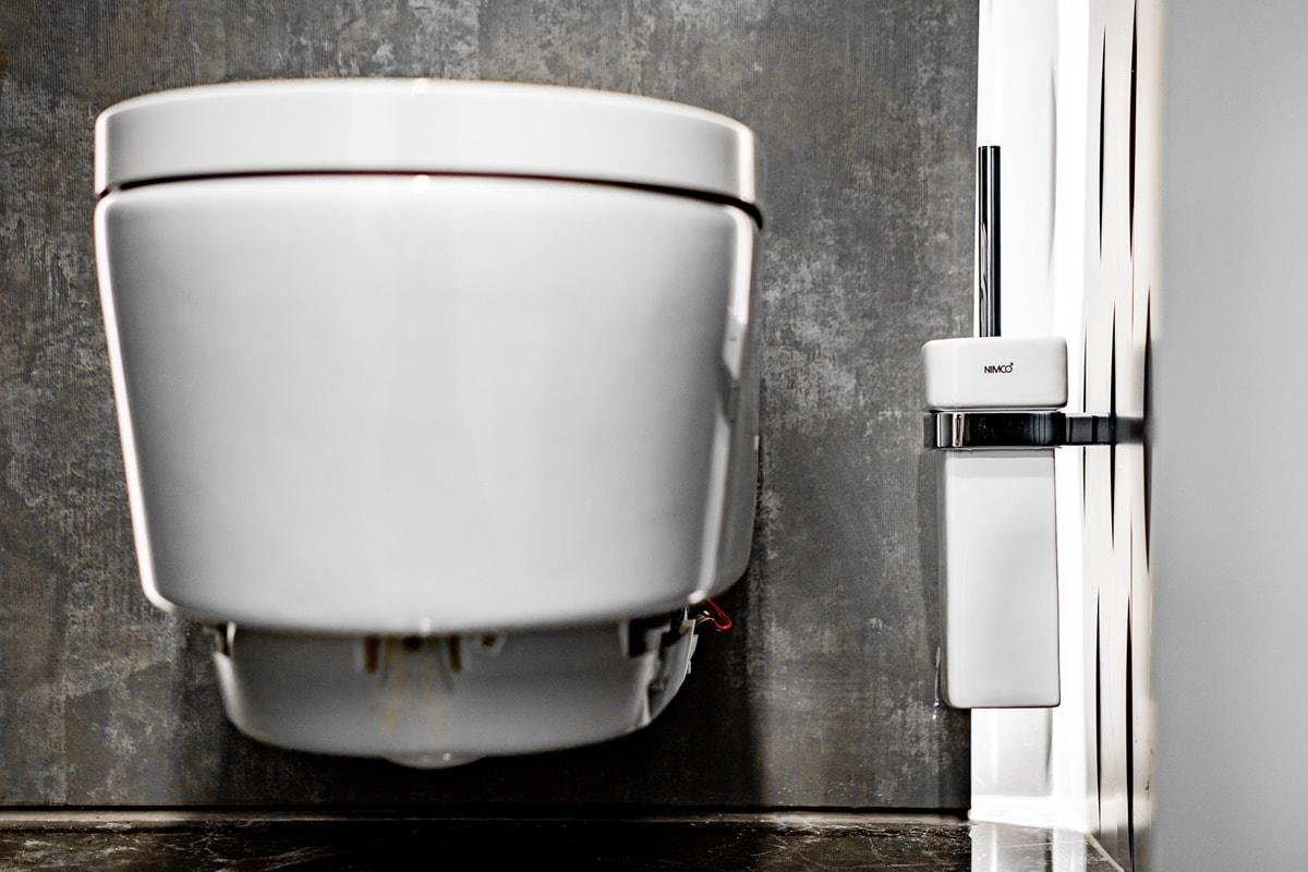 Luxusní toalety a sprcha ve VIP kancelářích 12