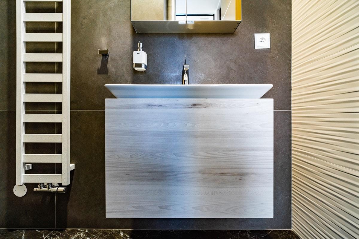 Luxusní toalety a sprcha ve VIP kancelářích 2
