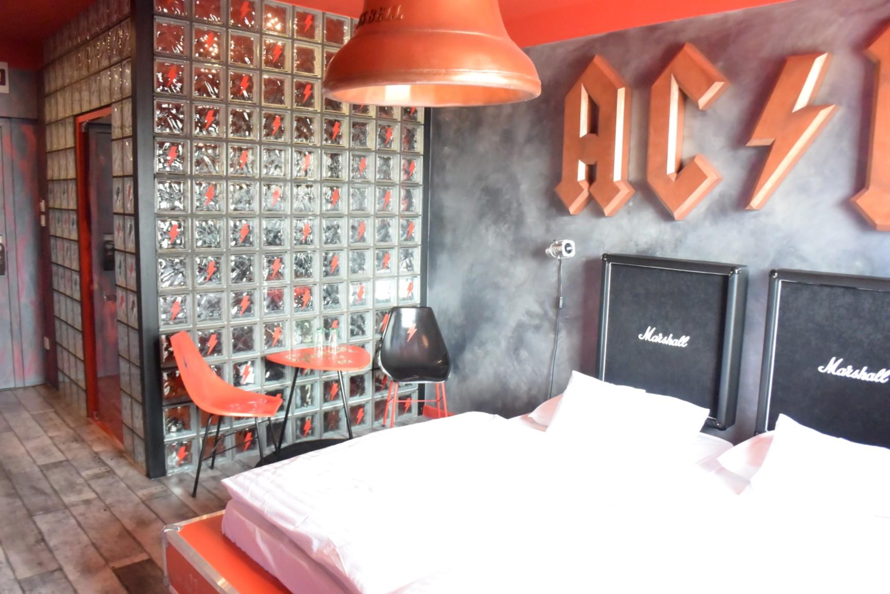 Retro Hotel GARAGE 4