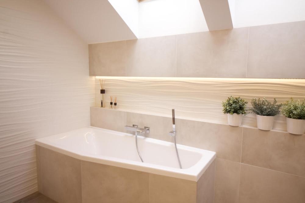 Podkrovní koupelna v rodinném domě v Brně 1