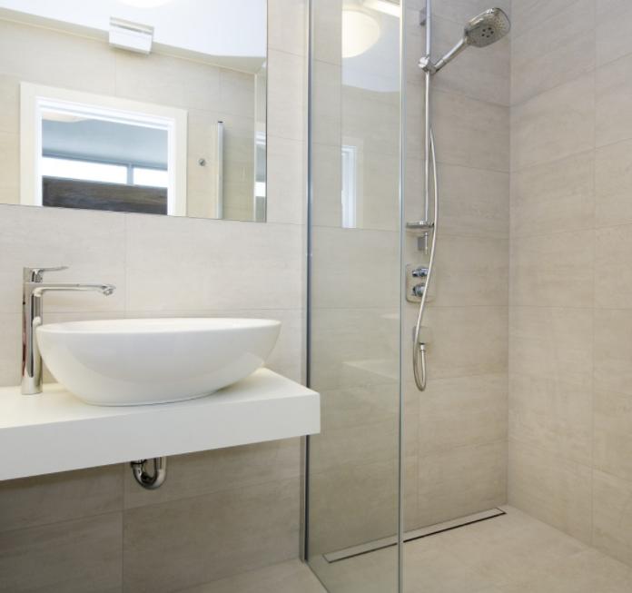 Prostorná mramorová koupelna 1